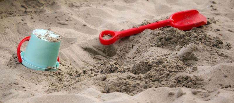 Spielsand mit Sandspielzeug